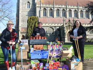 Generous worshippers help families to celebrate Easter