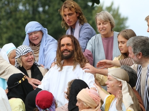 Hundreds watch absorbing Passion Play in Havant