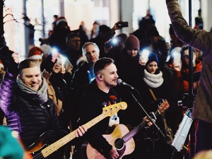 Worshippers wow Gunwharf shoppers with carol concert