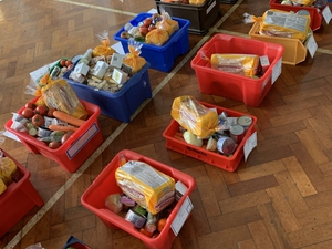 Worshippers help school to feed families